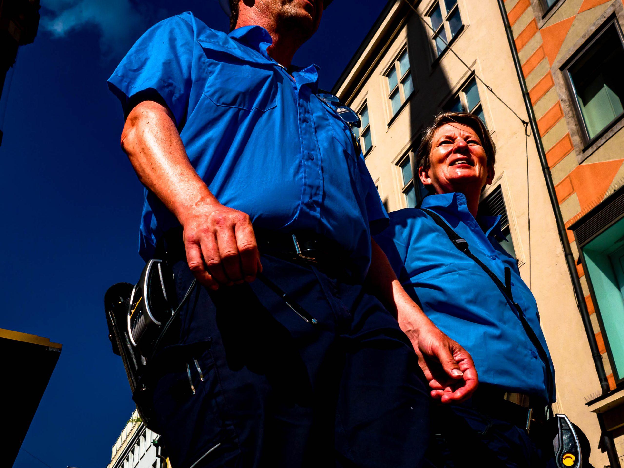 Zwei Polizisten am Marienplatz in München